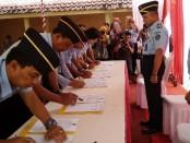 Penandatanganan Perjanjian Kinerja para Kepala UPT Pemasyarakatan se Jateng dengan Kepala Divisi Pemasyarakatan Kanwil Kemenkumham Jawa Tengah, Marasidin Siregar, Sabtu (16/2) - foto: Sujono/Koranjuri.com