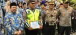 Bripka Sigit, Polisi yang Gendong Pasien Serangan Jantung Terima Penghargaan