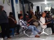 Antrian para pemohon SIM di ruang tunggu Satlantas Polres Purworejo - foto: Sujono/Koranjuri.com