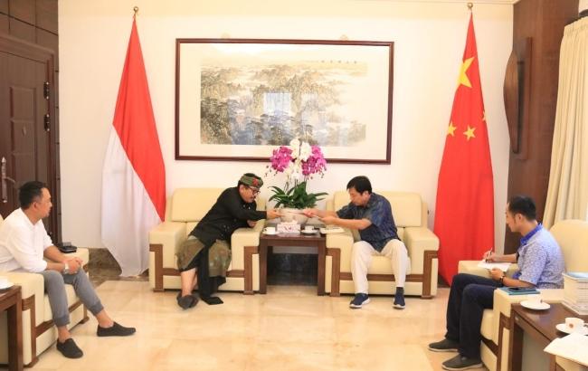 Wagub Bali Tjokorda Oka Artha Ardhana Sukawati bertemu Konjen China di Bali, Gou Haodong di Kantor Konsulat China Senin, 3 Februari 2020 - foto: Istimewa