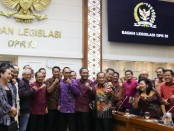 Dalam pertemuan di Gedung Nusantara I DPR RI ini, Gubernur Koster mengajak Bupati/Wabup se-Bali, pimpinan DPRD Provinsi, Ketua DPRD Kabupaten/Kota, tokoh politik, akademisi, para ketua organisasi umat lintas agama dan tokoh adat, Jumat, 7 Februari 2020 - foto: Istimewa