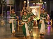 Tarian Beksan Kidung Cakra, tarian yang ditampilkan khusus pada Pengetan Jumenengan Bupati pertama Purworejo RAA Tjokronegoro I, Kamis (27/2) malam - foto: Sujono/Koranjuri.com