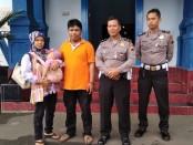Dari kiri ke kanan, Suprapti, Nur Aulia Ramadhani, Adi Hidayat, Iptu Kuwat, dan Bripka Boby Pangestu - foto: Sujono/Koranjuri.com