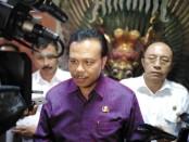 Sekda Provinsi Bali Dewa Made Indra memberikan keterangan terkait WNA perempuan yang dinyatakan positif terpapar corona dan meninggal dunia di Bali pada Rabu (11/3/2020) pukul 02.45 Wita - foto: Koranjuri.com