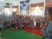Bekerjasama dengan Dinas Kesehatan, Rutan Purworejo mengadakan sosialisasi tentang pencegahan virus Covid-19, Selasa (17/3), di aula setempat - foto: Sujono/Koranjuri.com