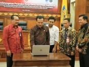 Pemprov Bali melakukan panandatanganan perjanjian kerjasama pemanfaatan sertifikat elektronik antara pemerintah Provinsi Bali dengan Balai Sertifikasi dan Elektronik Badan Siber dan Sandi Negara, Rabu, 4 Maret 2020 - foto: Istimewa