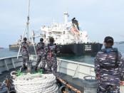 Tim gabungan berhasil menguasai MV Fon Tai, kapal barang berbendera Hongkong yang memuat 32.983 ton baja batahgan di perairan Bintan - foto: Istimewa