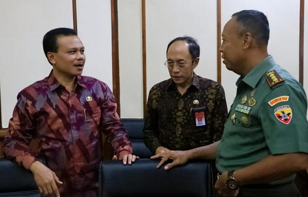 Rapat Satgas Penanggulangan Covid-19 di gedung Wiswa Sabha Utama, Kantor Gubernur Bali, Jumat (13/3/2020) - foto: Istimewa