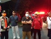 Walikota Denpasar Ida Bagus Rai Darmawijaya Mantra memantau kebakaran yang terjadi di lantai 10 Hotel Inna Grand Bali Beach Sanur, Minggu, 29 Maret 2020 - foto: Istimewa