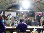 Para pemudik yang masuk ke wilayah Purworejo tengah menjalani pemeriksaan di salah satu Pos Pemantauan Covid-19 - foto: Sujono/Koranjuri.com