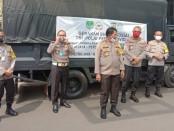 Polda Metro Jaya membagikan ribuan paket sembako untuk masyarakat DKI Jakarta untuk membantu warga menghadapi wabah pandemi covid-19, Selasa, 21 April 2020 - foto: Istimewa