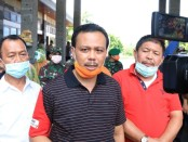Sekda Provinsi Bali Dewa Made Indra yang juga Ketua Satgas Penanganan Covid-19 meninjau pelabuhan Gilimanuk, Kabupaten Jembrana pada Sabtu (4/4/2020) siang - foto: Istimewa