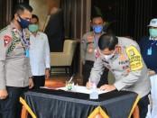 Secara simbolis bantuan penanganan Covid-19 diserahkan kepada Polda Metro Jaya - foto: Istimewa