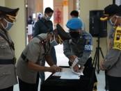 Upacara serah terima jabatan Wakapolres, Kabagren, Kasatreskrim, dan Kapolsek Butuh, Rabu (15/4), dipimpin oleh Kapolres Purworejo AKBP Rizal Marito - foto: Sujono/Koranjuri.com