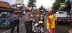 Polsek Kutoarjo dan Klenteng Hok Tik Bio Bagi Ribuan Masker