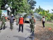 Sterilkan jalan protokol, Kelurahan Purworejo bekerja sama dengan SMK PN Purworejo, Tim Harpal dan Koramil Purworejo, lakukan penyemprotan disinfektan, Kamis (16/4/2020) - foto: Sujono/Koranjuri.com