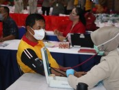 Polda Metro Jaya melaksanakan kegiatan Donor Darah dalam rangka Bakti Sosial Serentak Polri Peduli di lingkungan Satker dan Satwil - foto: Bob/Istimewa
