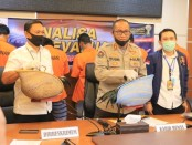 Pelaku dan Penonton  judi Sabung Ayam di Bekasi diamankan Polda Metro Jaya - foto: Istimewa