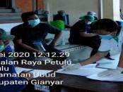 Rapid tes yang dilakukan terhadap 93 warga di Desa Petulu Ubud di Balai Banjar Petulu Gunung, Jumat (8/5/2020) - foto: Catur/Koranjuri.com
