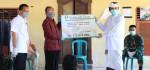 Gubernur Serahkan Bantuan kepada Warga Banjar Serokadan Bangli