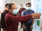 Gubernur Bali Wayan Koster meresmikan dua laboratorium pemeriksaan PCR Covid-19 tambahan di Bali, Rabu (6/5/2020) - foto: Istimewa