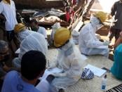 Kerabat terkontak erat di Banjar Dinas Serongga Kelod saat menjalani rapid test - foto: Koranjuri.com