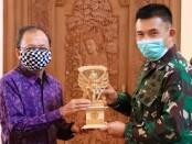 Mayor Jenderal (Mayjen) TNI Benny Susianto, SIP berpamitan kepada Gubernur Bali Wayan Koster, di Jaya Sabha, Denpasar, Senin (22/6/2020).
