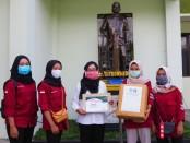 Peduli pada tenaga medis yang berjuang melawan Covid-19, Ikatan Keluarga Mahasiswa (IKM) Akper Pemkab Purworejo menggelar aksi kemanusiaan berupa penggalangan dana - foto: Sujono/Koranjuri.com