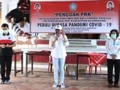 Penggak PKK menjadi program yang digagas oleh tim Penggerak PKK Bali dan Kabupaten Klungkung. Kegiatan itu menyediakan sembako yang bisa didapatkan oleh masyarakat kurang mampu secara gratis - foto: Istimewa