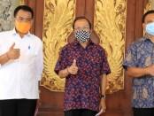 Gubernur Bali Wayan Koster menggelar konferensi pers live streaming di Gedung Gajah, Rumah Jabatan Jaya Sabha, Denpasar, Rabu (3/6/2020) - foto:  Istimewa