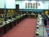 Rapat DPRD Gianyar bersama Satgas Covid-19 Gianyar di ruang rapat utama Sekretariat DPRD Gianyar, Senin (8/6/2020) - foto: Catur/Koranjuri.com