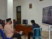 Ketua Gerakan Pramuka Kwarcab Purworejo, Pram Prasetyo Achmad, beserta sejumlah pengurus, saat mengikuti vicon, Selasa (9/6), dalam rangka Halal Bihalal Pramuka Kwarda dengan Kwarcab se Jawa Tengah - foto: Sujono/Koranjuri.com