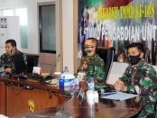 Rapat Koordinasi Teknis (Rakornis) TNI Manunggal Membangun Desa (TMMD) ke-108 tahun 2020 melalui Video Conference (Vidcon) di Ruang Airlangga Kodam IX/Udayana, Denpasar, pada Selasa (9/6/2020) - foto: Istimewa