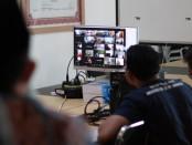Suasana Rapat Koordinasi Bawaslu Kabupaten Purworejo bersama jajaran pengawas kecamatan pada Minggu, (14/6/2020), yang dilakukan secara daring - foto: Sujono/Koranjuri.com