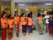 Penyerahan masker non medis kepada sejumlah kepala Pasar di Gianyar, Kamis (18/6/2020) kemarin - foto: Catur/Koranjuri.com
