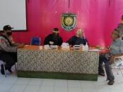 Suasana rapid test para pedagang di Pasar Kranggan, Bayan, Purworejo, yang dilakukan oleh petugas kesehatan dari Puskesmas Bayan, Senin (22/6/2020) - foto: Sujono/Koranjuri.com