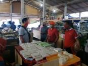Dinas Perindustrian dan Perdagangan Provinsi Bali ketika mengecek penerapan new normal di lokasi relokasi Pasar Gianyar, Kelurahan Samplangan, Jumat (10/7/2020) - foto: Catur/Koranjuri.com