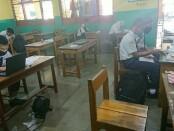 Sejumlah siswa SMP saat melakukan proses pendaftaran dalam PPDB di SMK TKM Purworejo - foto: Sujono/Koranjuri.com