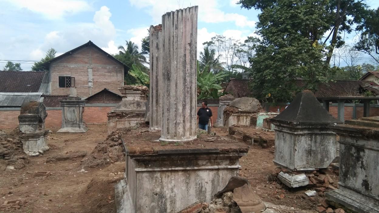 Makam Kerkhof Dezentje di Desa Candi, Ampel - foto: Koranjuri.com