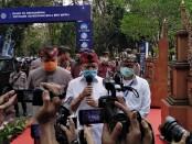 Gubernur Bali Wayan Koster usai melepas turing mobil klasik mengawali tatanan kehidupan baru di Bali, Kamis, 9 Juli 2020 - foto: Koranjuri.com