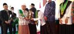 Wisuda MA An Nawawi Berjan Angkatan ke XVII, Siswa Berprestasi Terima Penghargaan