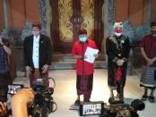 Gubernur Bali Wayan Koster mengumumkan keluarnya regulasi baru yakni,  Pergub Nomor 25 Tahun 2020 tentang Perlindungan Pura, Pretima dan Simbol Keagamaan, Jumat, 10 Juli 2020 - foto: Koranjuri.com