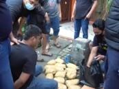 2 kurir sabu-sabu yang diringkus Satuan Reserse Narkoba Polres Metro Jakarta Barat, Sabtu, 11 Juli 2020 - foto: Istimewa