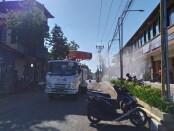 Penyemprotan cairan disinfektan di wilayah Kecamatan Blahbatuh Gianyar, Rabu (22/7/2020) - foto: Catur/Koranjuri.com