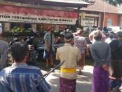 Puluhan warga Jero Kuta Pejeng saat mendatangi kantor BPN Gianyar, Rabu (22/7/2020) - foto: Catur/Koranjuri.com