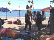 Satuan Polisi Pamong Praja (Satpol PP) Provinsi Bali melakukan monitoring dan evaluasi (Monev) di obyek wisata Lovina, Buleleng - foto: Istimewa