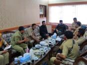 Rombongan Polosoro, saat menyampaikan aspirasinya di gedung DPRD Kabupaten Purworejo, Senin (27/07/2020) - foto: Sujono/Koranjuri.com