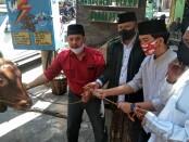 Keterangan foto : Penyerahan sapi  qurban dari Gibran ke kantor PCNU Kota Surakarta /Foto: koranjuri