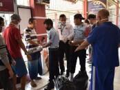 Proses pendistribusian 11 napi Rutan Purworejo ke Rutan Wonosobo, Kamis (30/07/2020) - foto: Sujono/Koranjuri.com