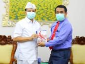 Sekda Bali Dewa Made Indra menerima Dekan FK Unud  Prof. Dr. dr. I Ketut Suyasa, Sp. B., Sp.OT (K)., di Kantor Sekda Provinsi Bali, Denpasar, Kamis (13/8/2020) - foto: Istimewa